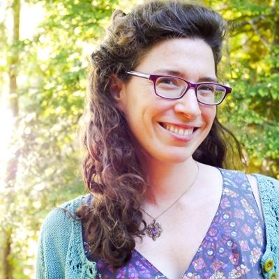 camille squam with glasses