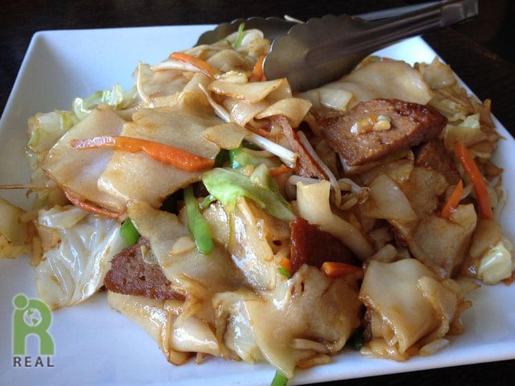 13aug-flat-noodle-veggie-beef